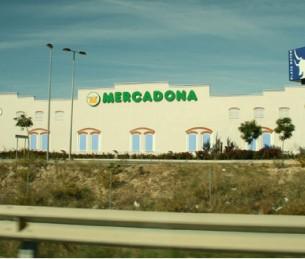 """par Armande JAMMES  """"Partant de Málaga nous allons vers Cadiz prenant la route de la costa del sol. Une côte très réputée pour la quantité de soleil que l'on y trouve, le si peu de pluie et la quantité de ses golfs. Une quarantaine en tout, si verts quand la montagne est si rousse, brulée et pierreuse..."""""""